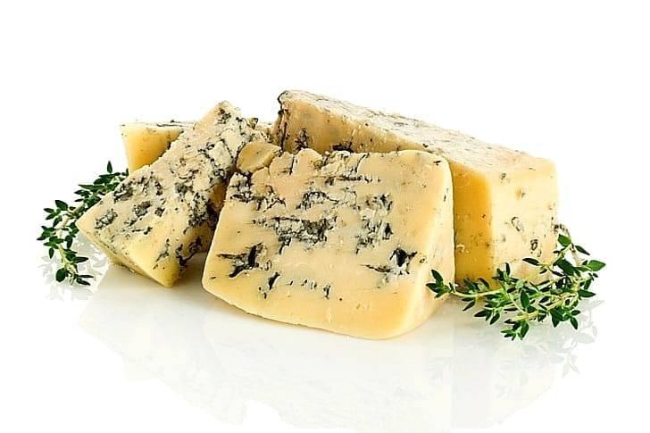 Сыр с плесенью: польза и вред, 10 полезных свойств и противопоказания